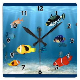 Pescados en el océano relojes