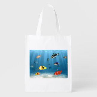 Pescados en el océano bolsa de la compra