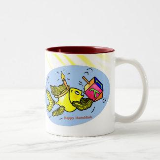 Pescados felices de Jánuca - taza linda divertida