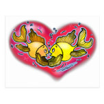 Pescados grandes del amor en corazón rojo postales