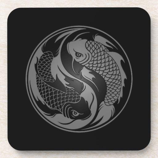 Pescados grises y negros de Yin Yang Koi Posavasos De Bebida