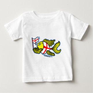 Pescados ingleses que sostienen la bandera inglesa camisas