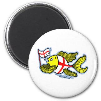 Pescados ingleses que sostienen la bandera inglesa imán redondo 5 cm