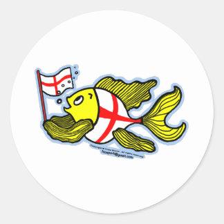 Pescados ingleses que sostienen la bandera inglesa pegatina redonda