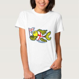 Pescados ingleses que sostienen la bandera inglesa remeras