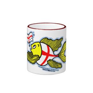 Pescados ingleses que sostienen la bandera inglesa taza de dos colores