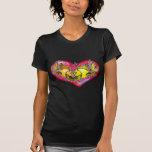 Pescados lindos del amor grande que llevan a cabo  camisetas