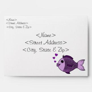 Pescados púrpuras del el día de San Valentín con Sobres