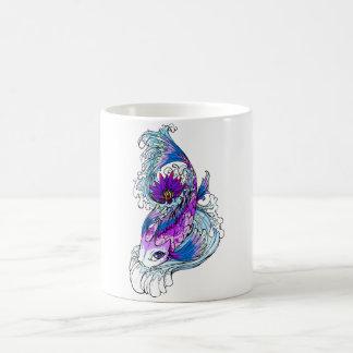 Pescados púrpuras japoneses orientales frescos de  taza de café