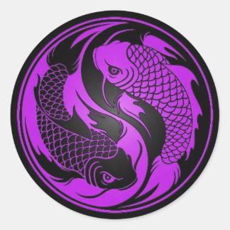 Pescados púrpuras y negros de Yin Yang Koi Etiqueta Redonda