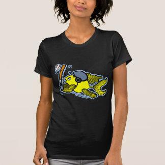 Pescados que juegan al béisbol - dibujo animado camisetas
