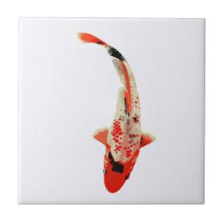 Pescados rojos, blancos, y negros de Koi Azulejos