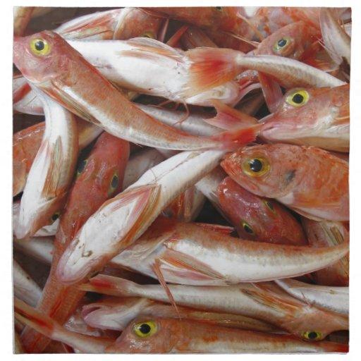 Pescados rojos con los ojos amarillos servilleta