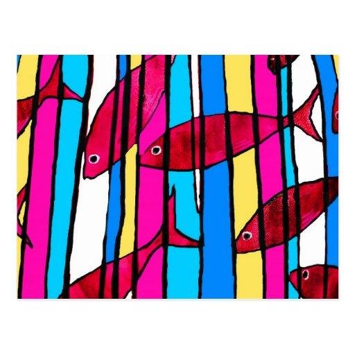 Pescados rojos en el tanque rayado postales