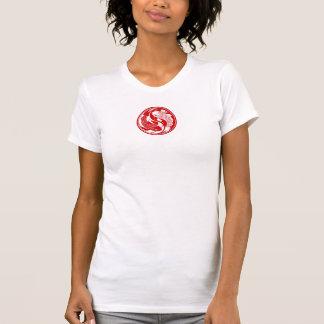 Pescados rojos y blancos de Yin Yang Koi Camisetas