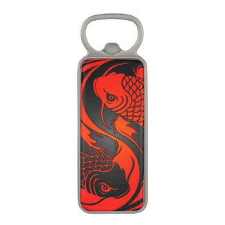 Pescados rojos y negros de Yin Yang Koi Abrebotellas Magnético