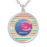 Pescados rosados; Rayas brillantes del arco iris Pendiente Personalizado