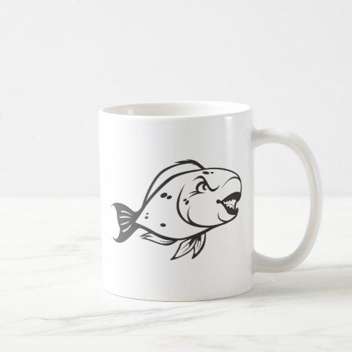 Pescados serios del loro en blanco y negro taza