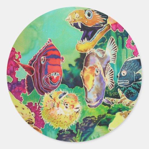 Pescados tropicales de las bellezas del mar pegatina redonda