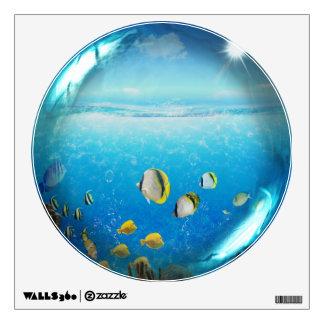 Pescados tropicales en la etiqueta de cristal de l