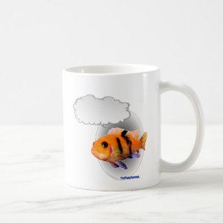 Pescados tropicales que hablan taza de café