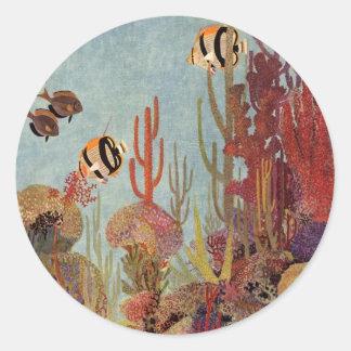Pescados y coral tropicales del vintage en el pegatina redonda