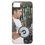 Pesos de elevación del hombre en el gimnasio 2 iPhone 5 carcasa