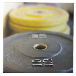 Pesos en el gimnasio, playa de Newport, Condado de Azulejo Cuadrado Grande