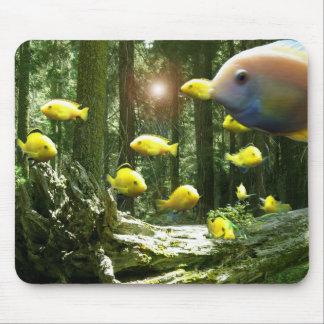 Pesque el acuario del bosque en el cojín de Mousep Tapete De Ratón