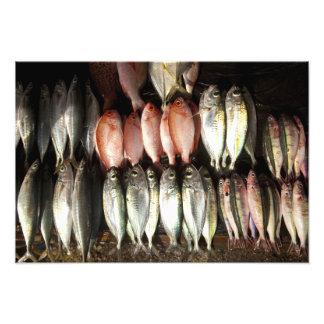 Pesque en el mercado, ciudad de Kalabahi, isla de  Arte Con Fotos