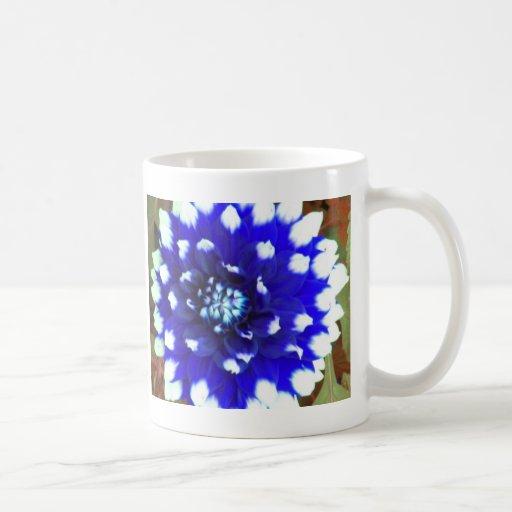 Pétalo azul de la flor taza clásica