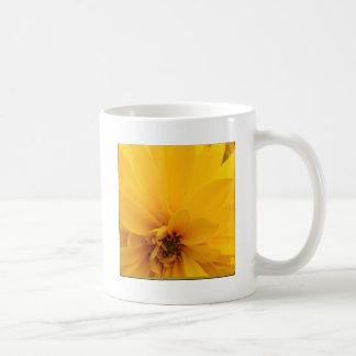 Pétalos amarillos taza