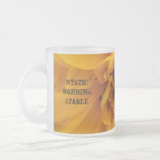 Pétalos amarillos taza de cristal