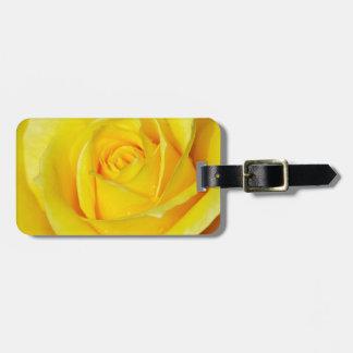 Pétalos color de rosa amarillos hermosos etiqueta de maleta