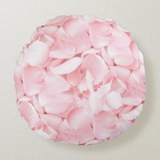 Pétalos color de rosa de los rosas bebés cojín redondo