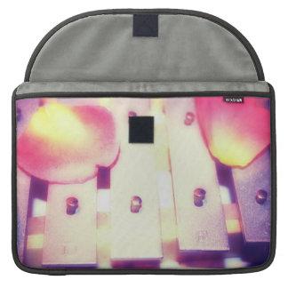 Pétalos color de rosa en temático rosado púrpura d fundas macbook pro