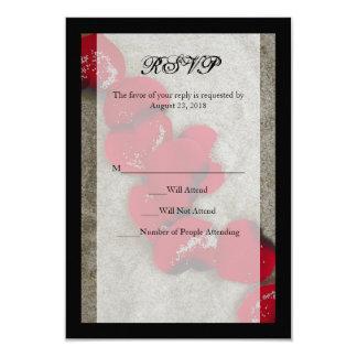 """Pétalos color de rosa rojos en el boda de playa de invitación 3.5"""" x 5"""""""