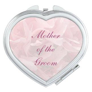 Pétalos de la amapola que casan a la madre del espejo compacto