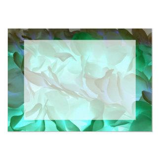 """Pétalos grises y verdes fantasmagóricos invitación 5"""" x 7"""""""