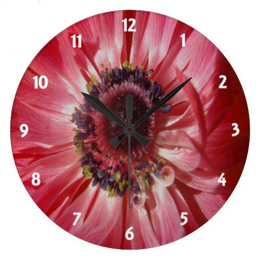 Pétalos rojos 2 del ranúnculo reloj redondo grande