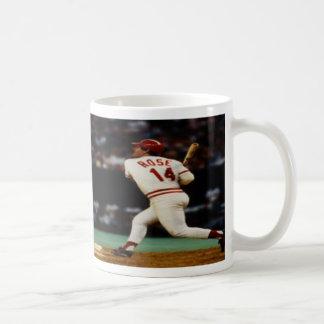 Pete subió la taza de café