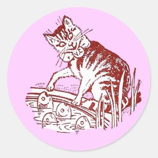 Peter el gato encuentra pescados el fascinar pegatinas redondas