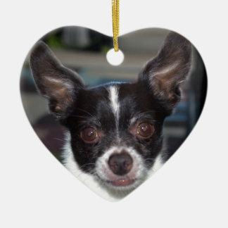 Petey la chihuahua adorno de cerámica en forma de corazón