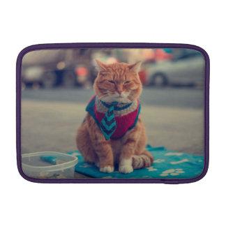 Petición que se sienta del gato beige del lazo funda para macbook air