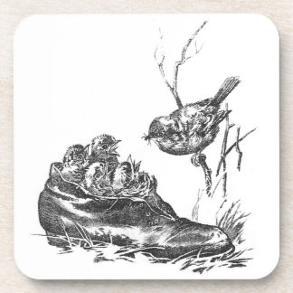 Petirrojo de la madre y sus bebés en un zapato posavaso