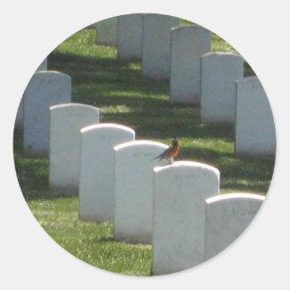 Petirrojo en la lápida mortuaria pegatinas