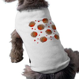 Petirrojo lindo y diseño rojo de los corazones playera sin mangas para perro