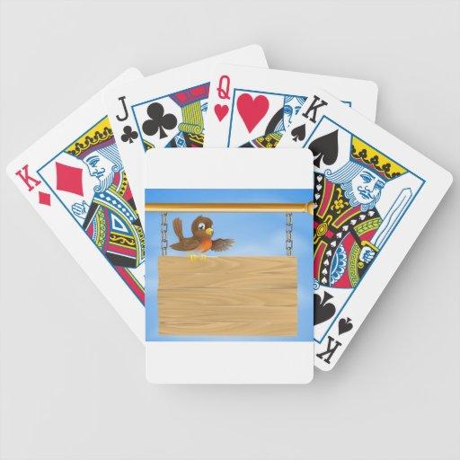 Petirrojo que se sienta en vieja muestra baraja cartas de poker