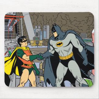 Petirrojo y apretón de manos de Batman Tapetes De Ratones