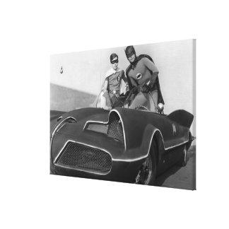 Petirrojo y Batman que se colocan en Batmobile Impresiones En Lona Estiradas